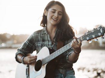 Lauren Collins Acoustic Artist