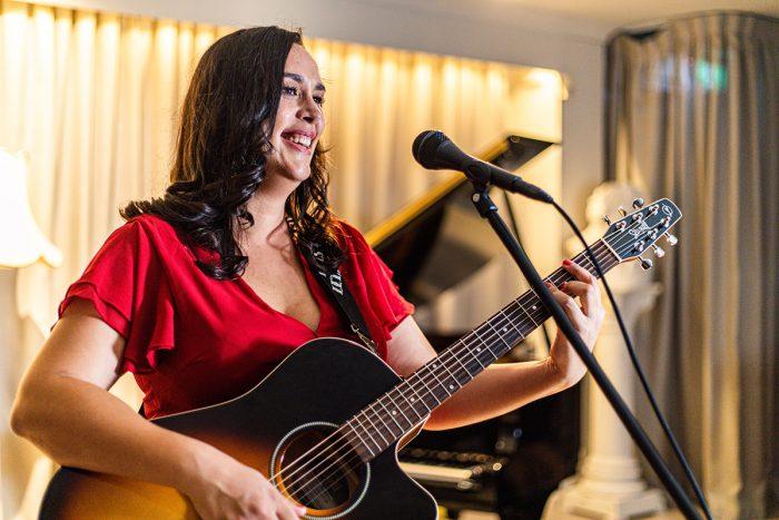 Lana Fia Acoustic Musician